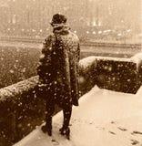 Mujer en el puente Imagen de archivo