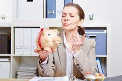 Mujer en el ranting de la oficina en ella Fotografía de archivo
