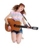 Mujer en el salto del equipo del hippie Imagen de archivo libre de regalías