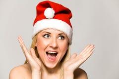 Mujer en el sombrero de Santa Fotografía de archivo libre de regalías