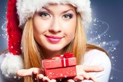 Mujer en el sombrero de Santa Foto de archivo libre de regalías