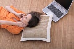 Mujer en el teléfono celular Foto de archivo libre de regalías