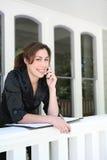 Mujer en el teléfono en el país imágenes de archivo libres de regalías