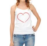 Mujer en el top sin mangas blanco con el corazón en él Imagen de archivo libre de regalías