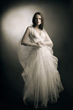 Mujer en el vestido blanco Fotos de archivo libres de regalías