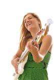 Mujer en el vestido verde que toca la guitarra baja eléctrica Fotografía de archivo libre de regalías