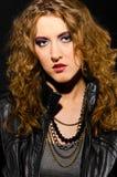 Mujer en estilo del rock-and-roll Fotos de archivo