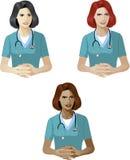 Mujer en experto de la ayuda del uniforme del médico Fotografía de archivo