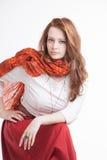 Mujer en falda roja Fotos de archivo
