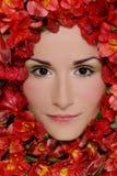 Mujer en flores imágenes de archivo libres de regalías
