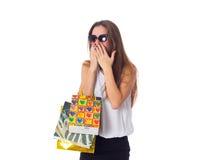 Mujer en gafas de sol con los panieres Fotografía de archivo libre de regalías