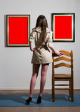 Mujer en galería Imagen de archivo libre de regalías