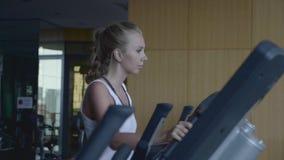 Mujer en gimnasia