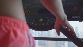 Mujer en gimnasia almacen de video