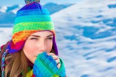 Mujer en invierno al aire libre Imagenes de archivo