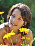 Mujer en jardín Fotografía de archivo libre de regalías