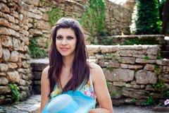 Mujer en jardín del resorte fotos de archivo libres de regalías