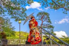 Mujer en kimono japonés foto de archivo