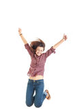 Mujer en la camisa roja que muestra los pulgares para arriba con alto aumentado de los brazos Fotografía de archivo libre de regalías
