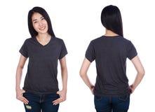 Mujer en la camiseta aislada en el fondo blanco Imagenes de archivo