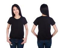 Mujer en la camiseta negra aislada en el fondo blanco Fotografía de archivo