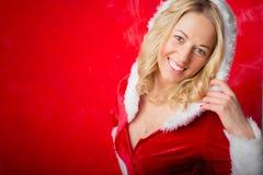 Mujer en la celebración del Año Nuevo del traje de Papá Noel que espera para Foto de archivo