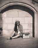 Mujer en la ciudad del verano Foto de archivo
