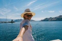 Mujer en la costa Imagen de archivo libre de regalías