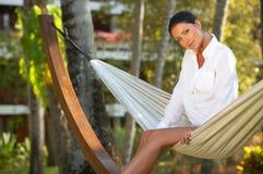 Mujer en la hamaca Fotos de archivo libres de regalías