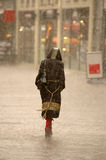 Mujer en la lluvia Fotos de archivo