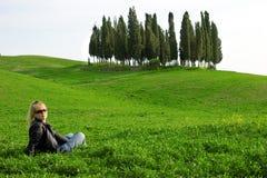 Mujer en la naturaleza Foto de archivo libre de regalías