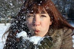 Mujer en la nieve Fotografía de archivo