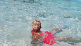Mujer en la piscina de Anse Marron metrajes