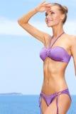 Mujer en la playa foto de archivo