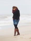 Mujer en la playa Fotografía de archivo libre de regalías