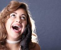 Mujer en la risa del teléfono Imágenes de archivo libres de regalías