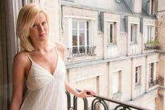 Mujer en la ventana Imagen de archivo libre de regalías