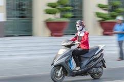 Mujer en la vespa Vietnam Foto de archivo libre de regalías