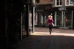 Mujer en las calles Fotos de archivo