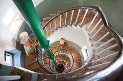 Mujer en las escaleras espirales Fotos de archivo libres de regalías