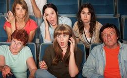 Mujer en llamada de teléfono en teatro Imagen de archivo libre de regalías