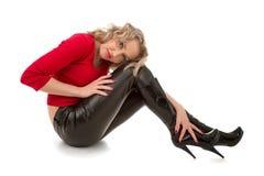 Mujer en los zapatos de cuero foto de archivo libre de regalías