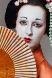 Mujer en maquillaje del geisha y un kimono japonés tradicional Estudio, interior Fotografía de archivo libre de regalías
