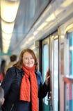 Mujer en metro parisiense Foto de archivo libre de regalías