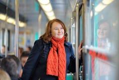 Mujer en metro parisiense Fotografía de archivo libre de regalías