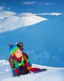 Mujer en montañas nevosas Fotografía de archivo