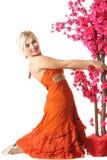 Mujer en naranja con el árbol Imágenes de archivo libres de regalías