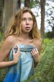 Mujer en naturaleza. Imágenes de archivo libres de regalías
