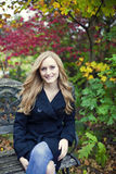 Mujer en otoño Foto de archivo libre de regalías