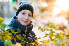 Mujer en otoño al aire libre Fotografía de archivo libre de regalías